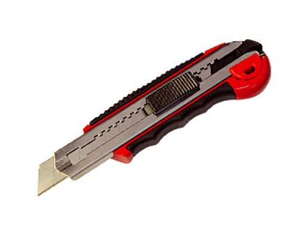 """Нож 18 мм с выдвижными лезвием и обрезиненной ручкой  """"МАТRIХ"""""""