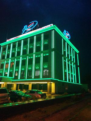 Освещение подсветка зданий светодиодными динамичными линейками