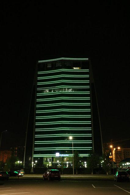 Монтаж иллюминации на здании компании «КазМунайГаз»