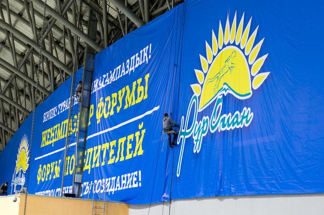Монтаж баннера в здании велотрека Сарыарка 2016 года 32