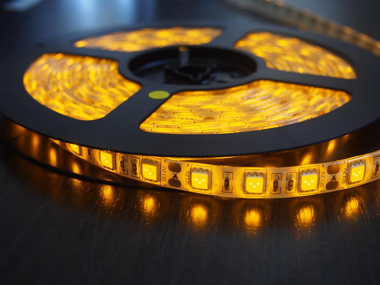 Влагозащищенная светодиодная лента 5050, 60 Д/М (IP65), Цвет - Желтый