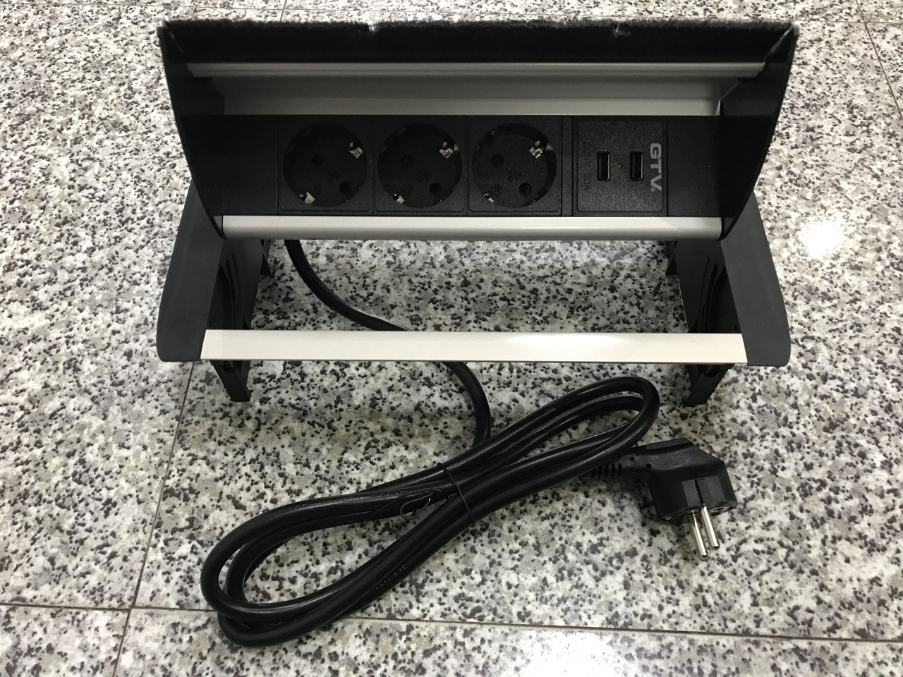 Горизонтальная розетка в столешницу с USB