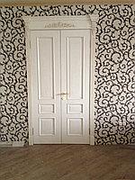 Деревянная двухстворчатая дверь с короной ШПОН
