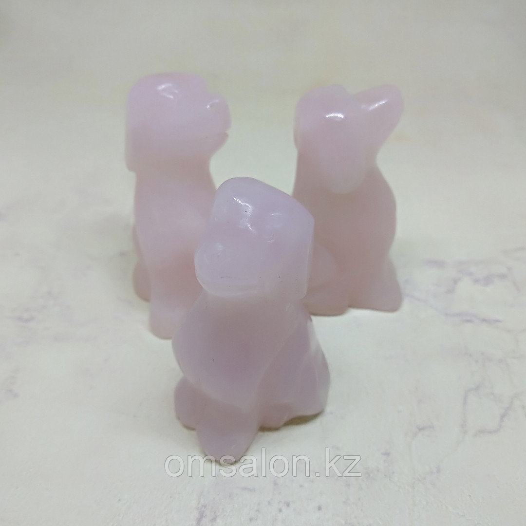 Собака из розового кварца