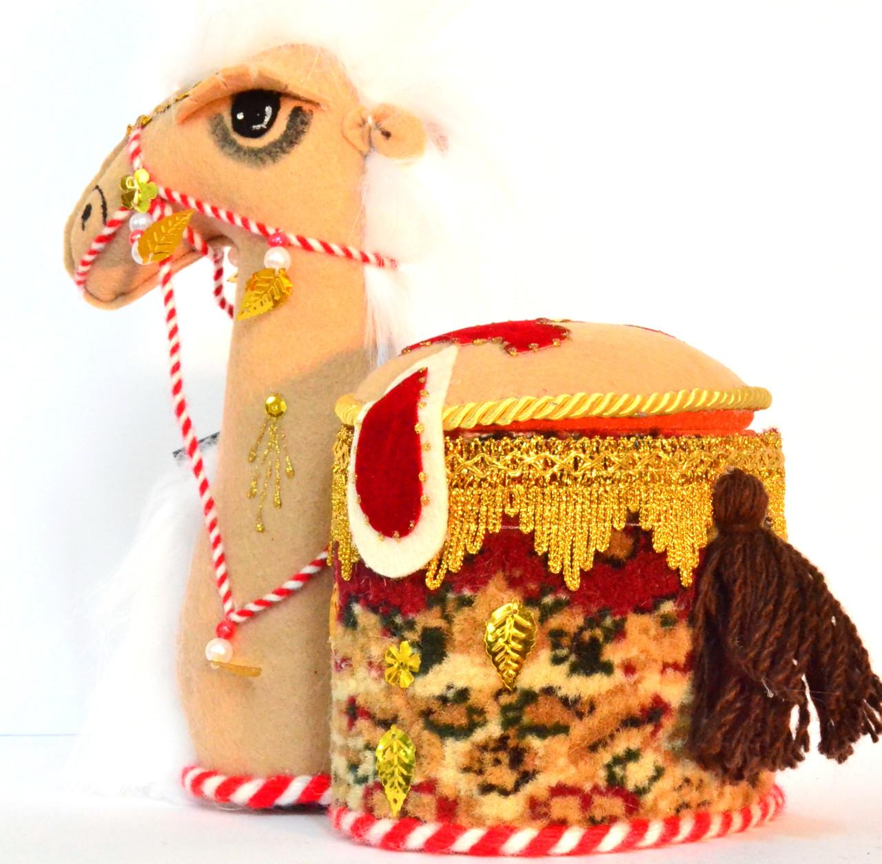 """Сувенир """"Верблюд  с овальной шкатулкой""""."""