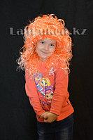 Парик двухцветный 55 см (оранжево-белые локоны)