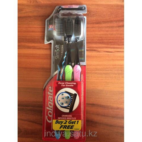 Угольная зубная щетка Colgate 2шт+1 в подарок