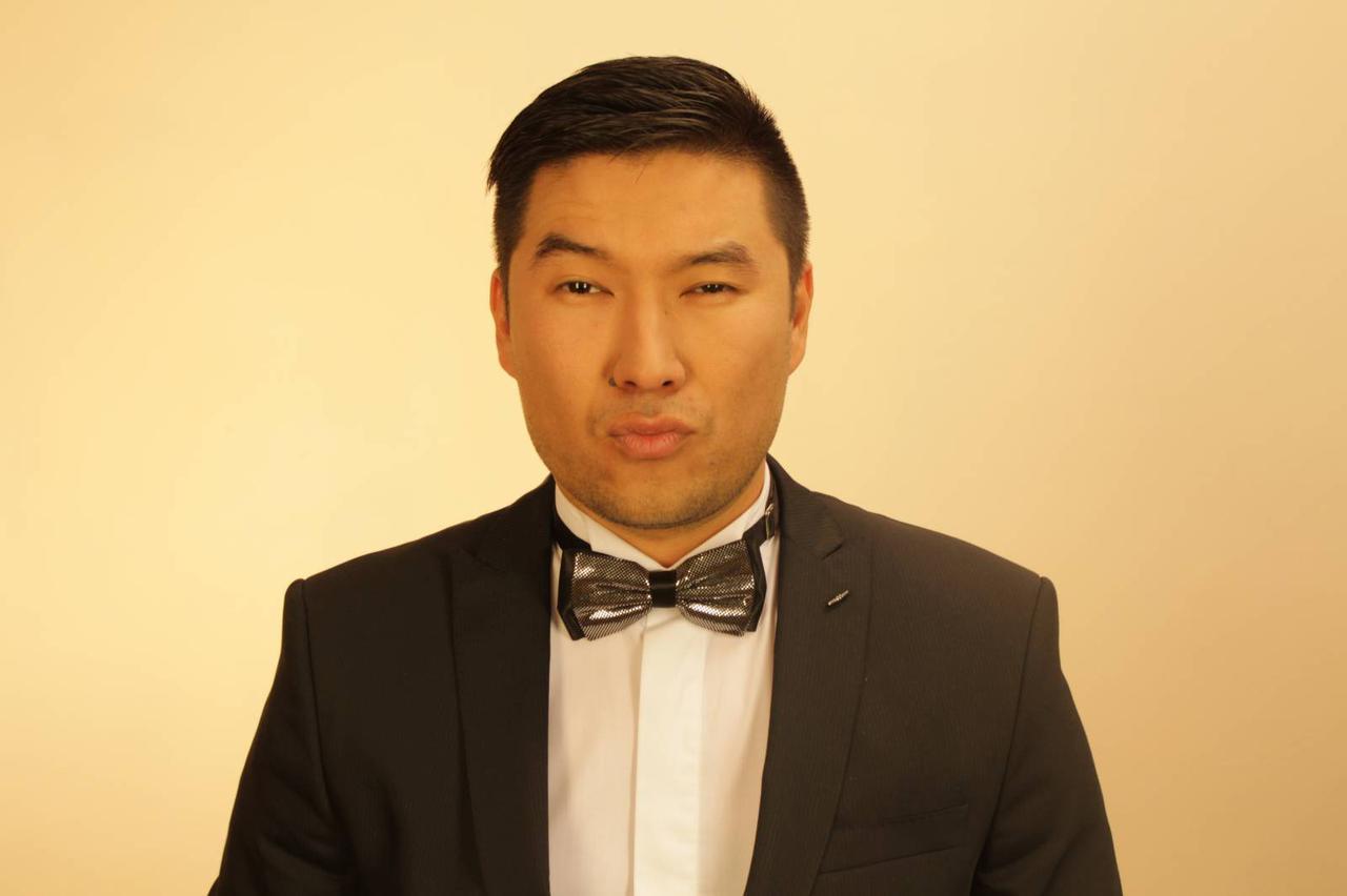 Ведущий, Той-мен, актер Марат Алибаев