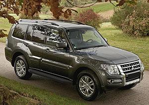 "Порог-площадка ""Black"" Mitsubishi Pajero IV 2011-2014"