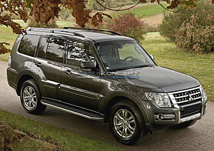 """Порог-площадка """"Premium"""" Mitsubishi Pajero IV 2011-2014"""