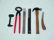 Набор инструментов для ковки и расчистки копыт у лошадей (Пак.)