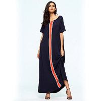 Длинное платье темно-синего цвета с розовой полоской