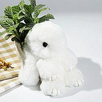 Зайчик-брелок из натурального меха 16х10 см белый