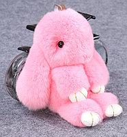 Зайчик-брелок из натурального меха 16х10 см розовый
