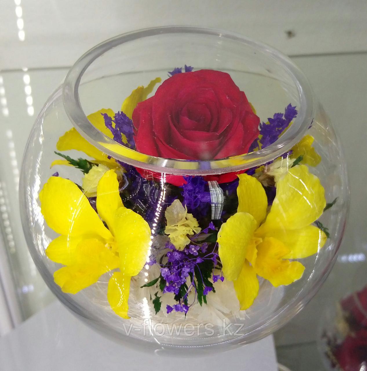 Цветы в стеклянной колбе BSM4