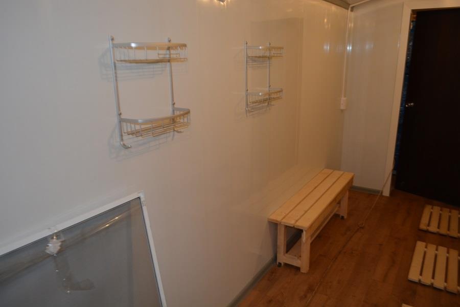 Раздевалка с душем и туалетом