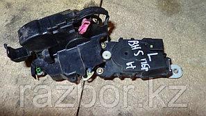Дверной замок левый передний Subaru Lancaster (BH5)