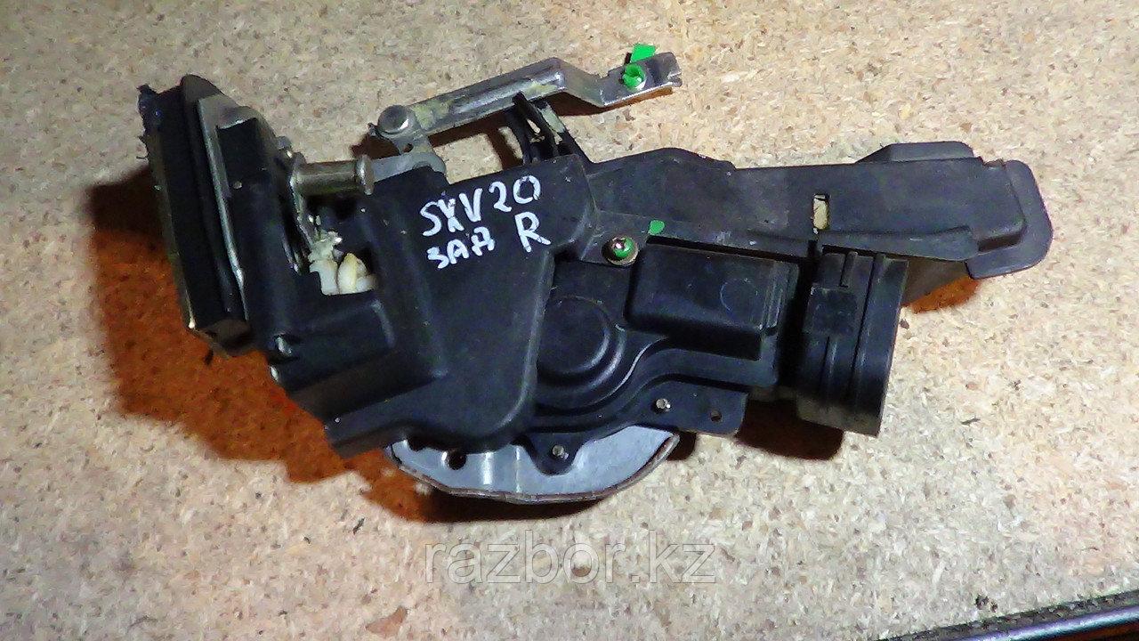 Дверной замок правый задний Toyota Camry Gracia (SXV20)