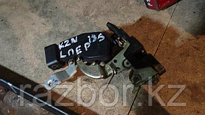 Дверной замок левый передний Toyota Hilux Surf (KZN185)