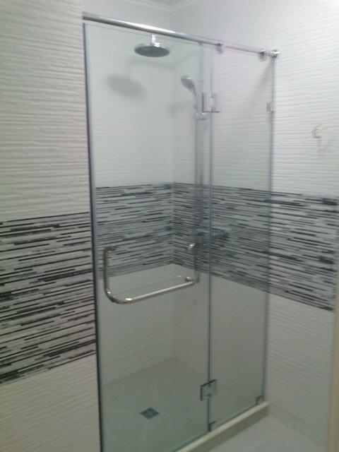 Душевые кабины и стеклянные перегородки для ванн