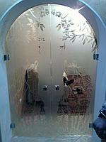 Распашные двери из стекла