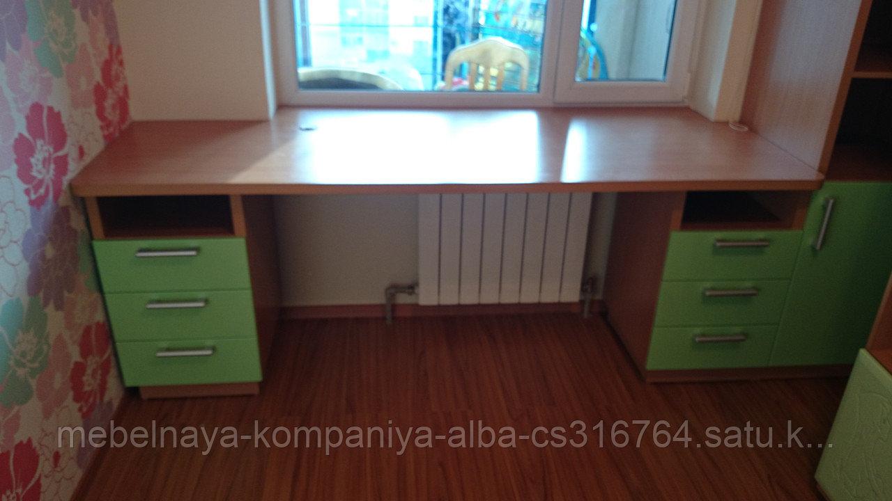 Стол и шкаф в детскую комнату