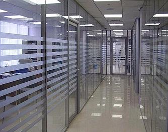 Алюминиевые офисные перегородки c двойным остекением