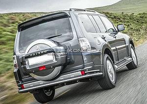 Защита заднего бампера d76+d42 Mitsubishi Pajero IV 2011-2014