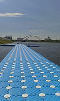 Пирс из пластиковых понтонов для плавцов и триатлонистов