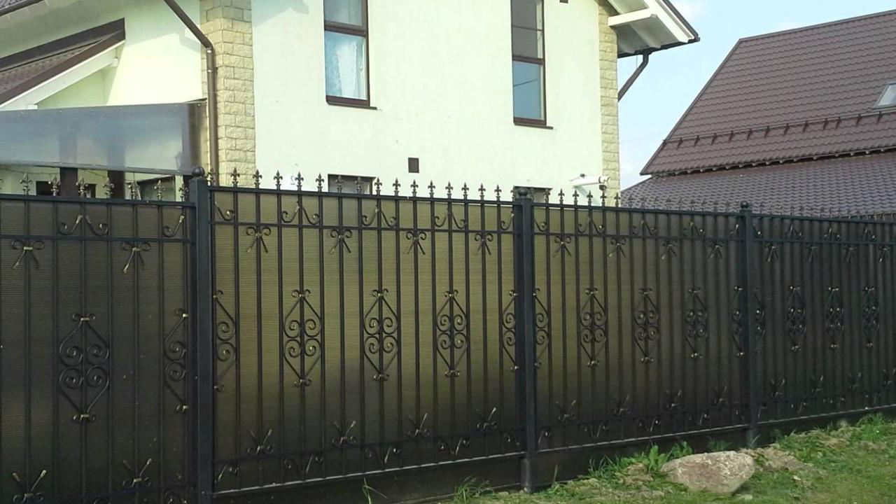Забор с сотового поликарбоната
