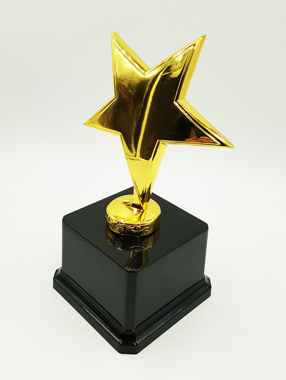 Наградная звезда на постаменте