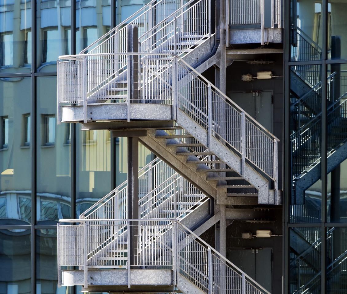 Лестница для многоэтажных зданий