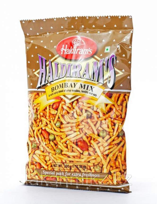 Смесь Халдирамс Бомбей Микс (Haldiram's Bombay Mix A Mild Spicy Blend Of Crips Noodles, Lentils&Nuts), 200г