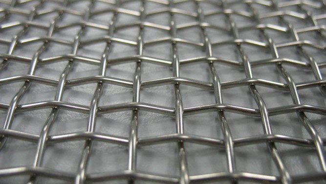 Сетка нержавеющая тканая с квадратными ячейками средних и крупных размеров