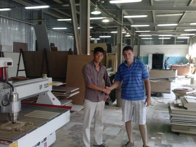Обучающийся оператор с представителем нашей организации после завершения работ.