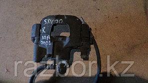 Тормозной суппорт правый задний Toyota Camry Gracia (SXV20)