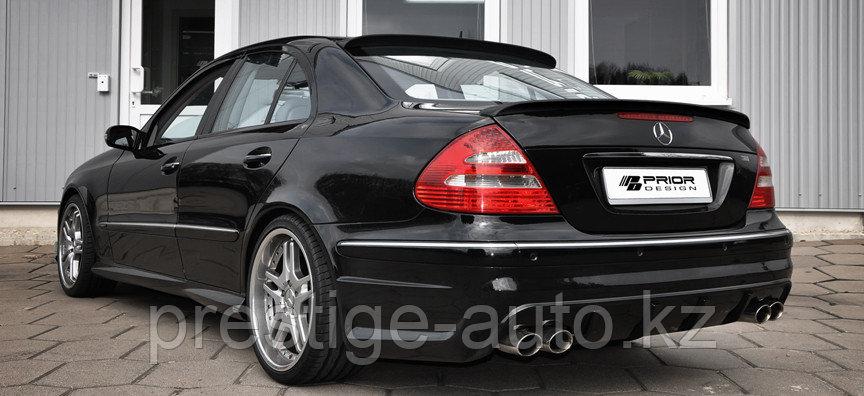 Спойлер накладка на крышку багажника Mercedes Benz E211