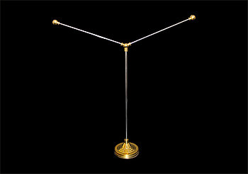 Флагшток настольный двухфлажковый металлический золото