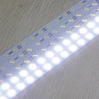 Светодиодная алюминиевая полоса SMD 7020 белая, фото 1