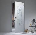 Стеклянные двери с декором