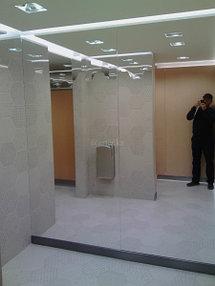 Монтаж зеркал в уборную 2