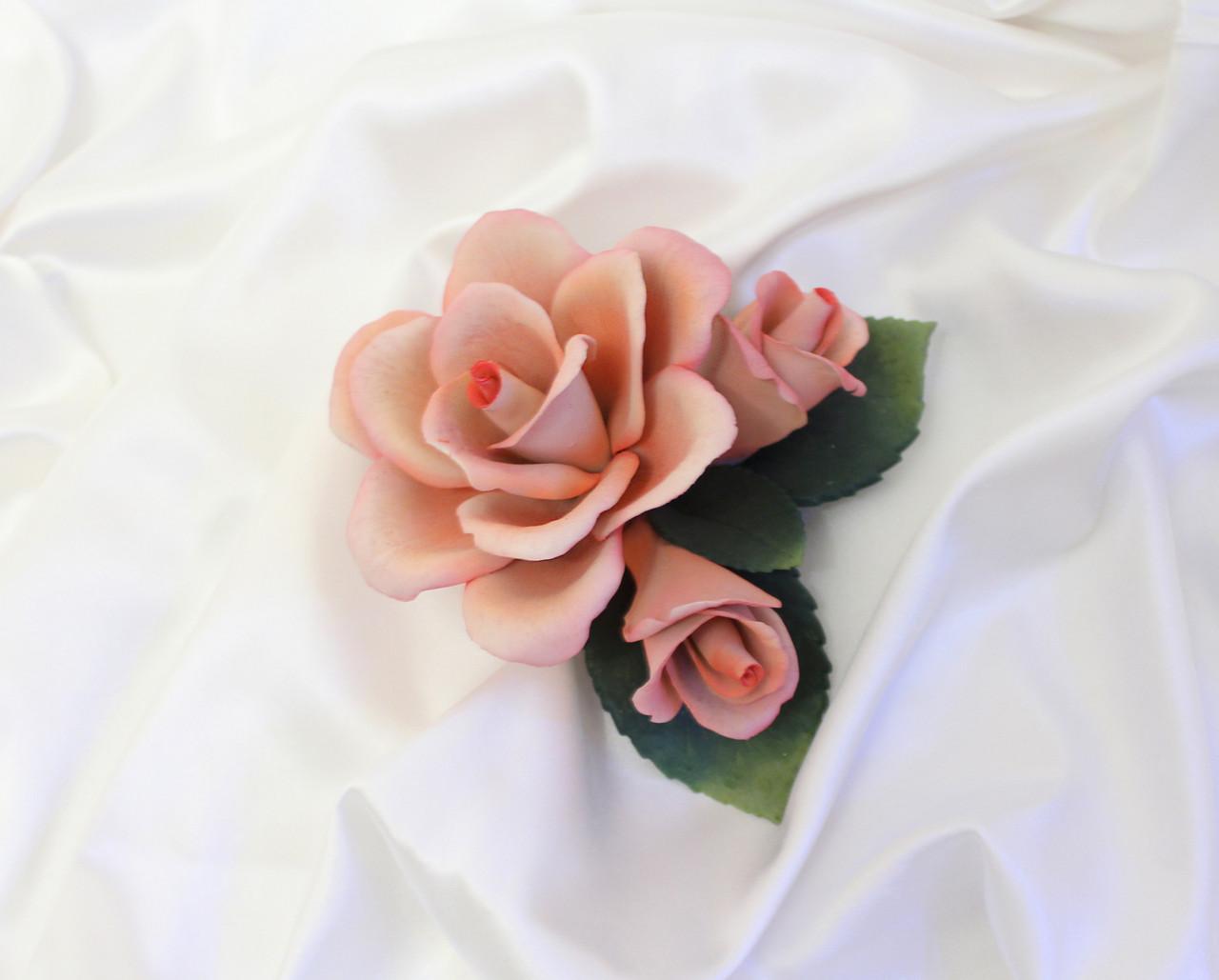 Фарфоровый цветок Королевская роза с двумя бутонами. Италия. Ручная работа