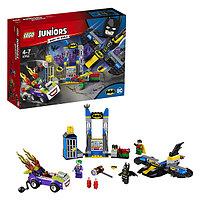 Lego Juniors Нападение Джокера на Бэтпещеру 10753