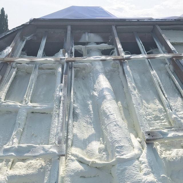 """Бесшовное утепление кровли пенополиуретаном. Теплоизоляция воздуховодов. В результате крыша становится """"термосом"""", который не пропускает тепло."""
