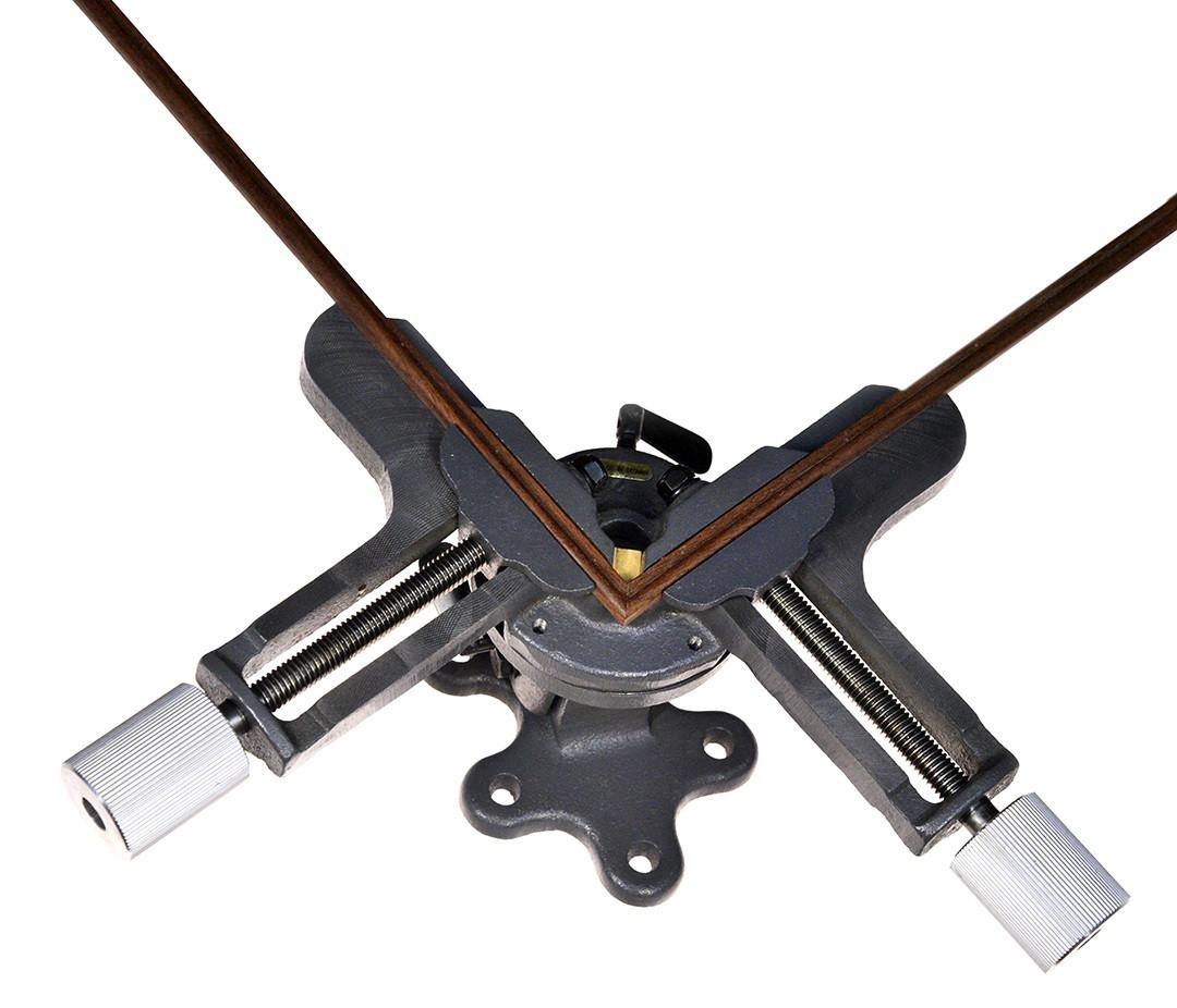 Зажим для угловых соединений с поворотной базой