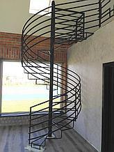 Металлическая винтовая лестница с перилами