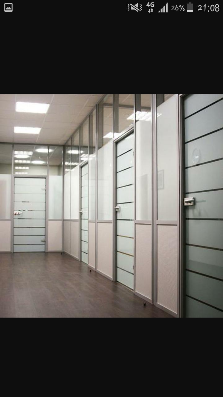 Установка алюминиевых перегородок в офисе