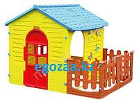 Игровой домик Mochtoysс забором 10839
