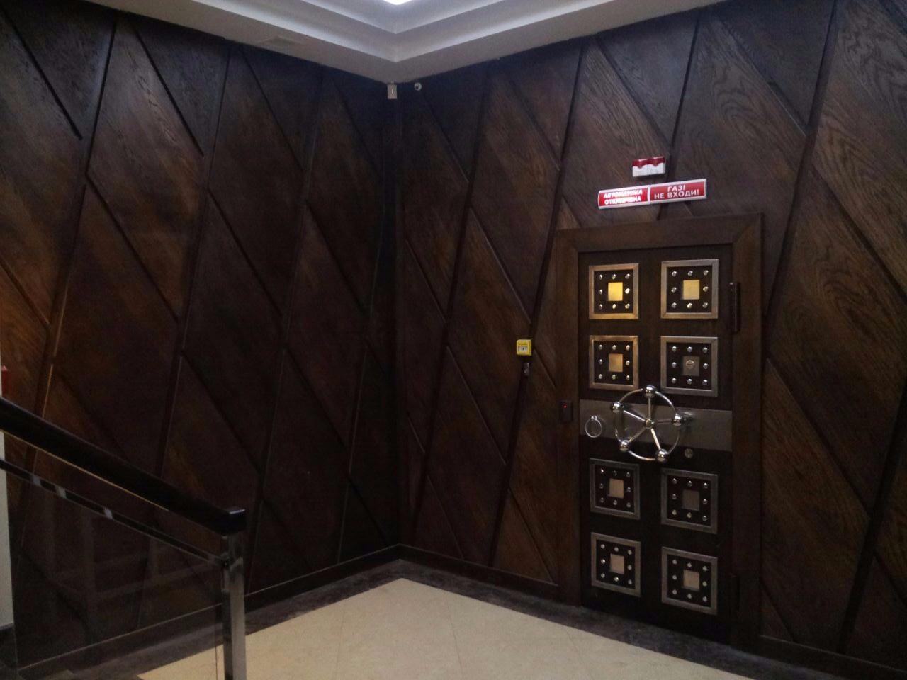 Банковская дверь в депозитарное хранилище