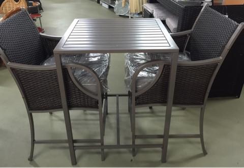 Набор мебели, стол и два высоких стула с металлическим каркасом
